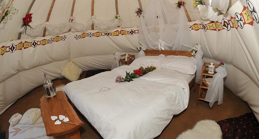 wedding-tipi-interior